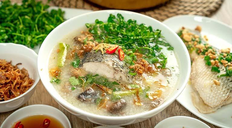Cháo cá chép là món ăn giúp an thai và giảm nhẹ triệu chứng táo bón thai kỳ