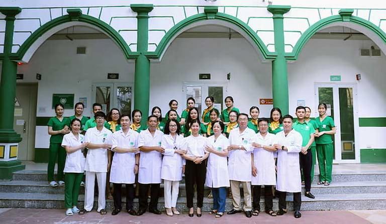 Đội ngũ y bác sĩ Quân Dân 102