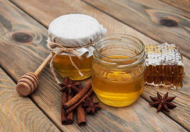 Mật ong và bột quế chữa bệnh viêm đa khớp