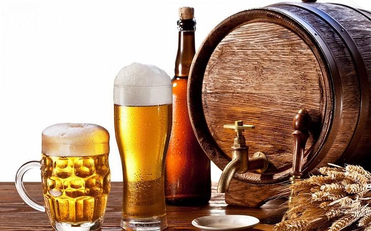 Rượu bia là những loại đồ uống chị em nên tránh khi đang trị nám