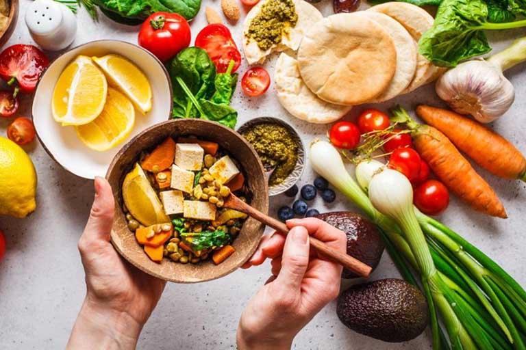 Tăng cường bổ sung các loại thực phẩm giàu chất xơ và vitamin và trong thực đơn ăn uống hàng ngày