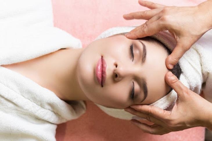 Massage da mặt thường xuyên cũng sẽ giúp da thư giãn, tăng cường sức khỏe làn da