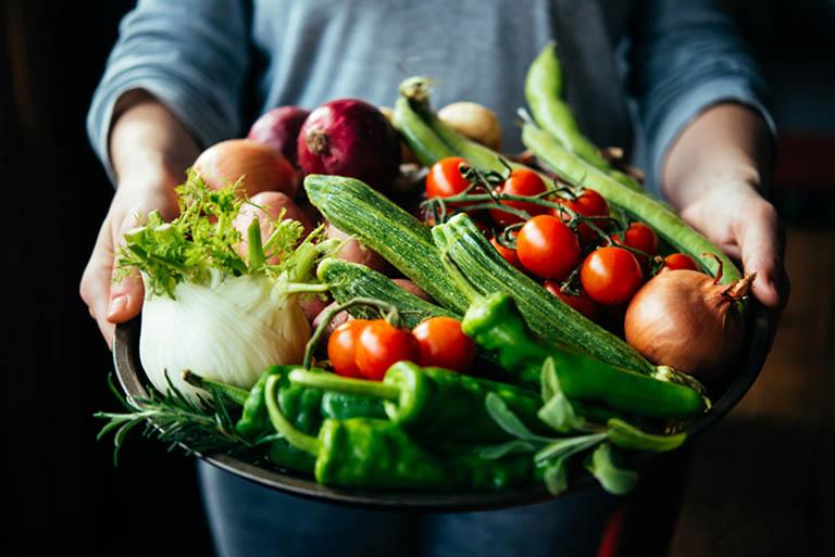Tăng cường bổ sung chất xơ vào trong thực đơn ăn uống hàng ngày của những người bị táo bón lâu ngày