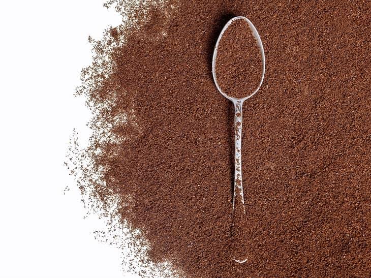 Bã cà phê chính là nguyên liệu của cách làm hồng nhũ hoa