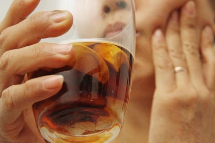 Dùng rượu cau chữa đau răng như thế nào?