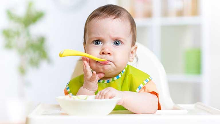 Thay đổi thói quen ăn uống của trẻ giúp giảm nhẹ triệu chứng táo bón