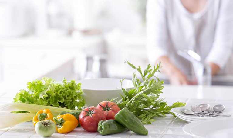 sau khi mổ trĩ bằng logo nên ăn rau gì