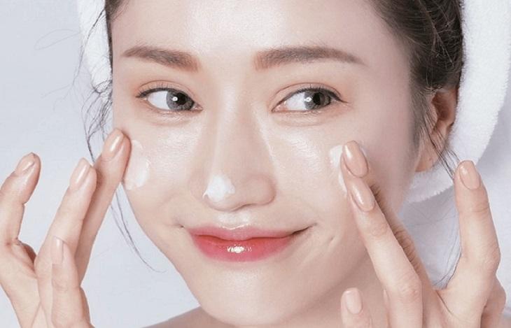 Chăm sóc da sau khi trị nám bằng laser với việc thoa kem dưỡng ẩm