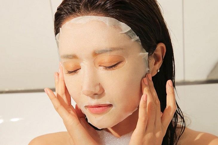Đắp mặt nạ thường xuyền là cách chăm sóc da sau khi trị nám bằng laser mà chị em nên làm