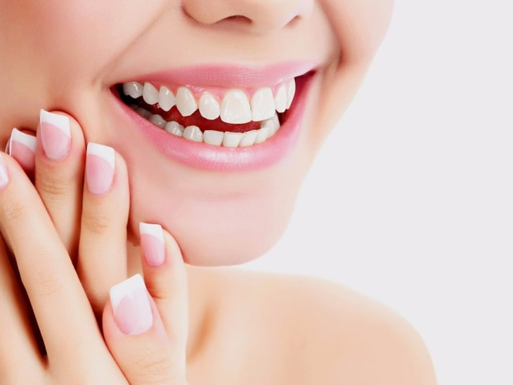 Bạn nên đến gặp bác sĩ chuyên khoa để được thăm khám và tư vấn về tình trạng răng đang gặp phải