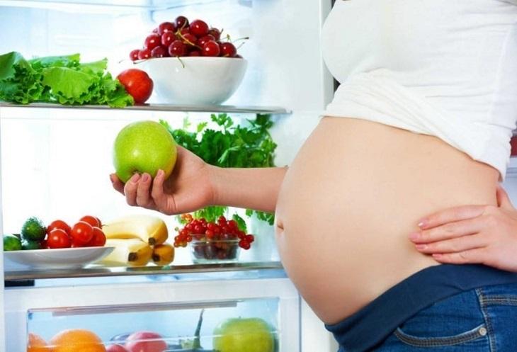 Mẹ bầu nên chú ý chế độ dinh dưỡng đảm bảo cho sự phát triển của bé mà vẫn giúp cải thiện men răng