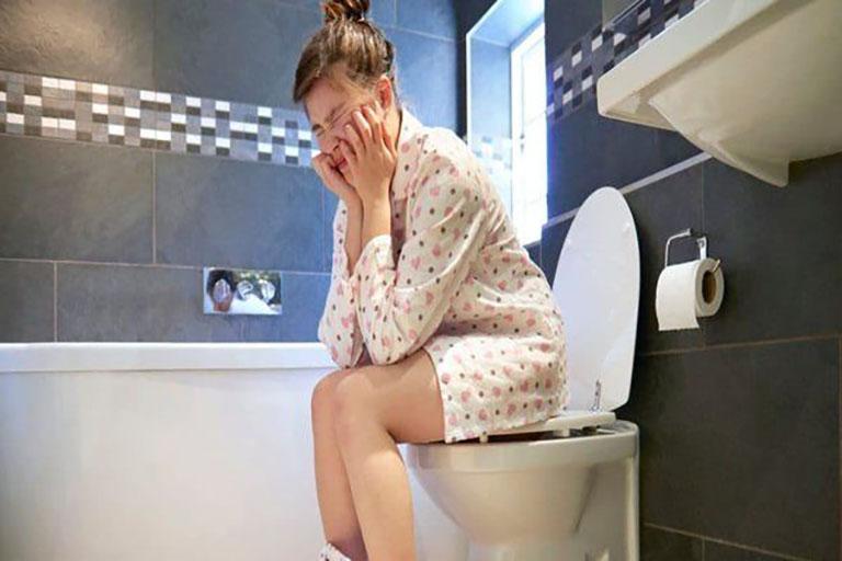 Thói quen rặn khi đi vệ sinh của mẹ bầu sẽ ảnh hưởng không tốt đến sức khỏe mẹ và gây nguy hiểm cho thai nhi