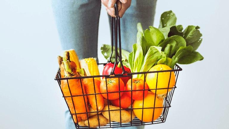 Mẹ nên tăng cường bổ sung các loại thực phẩm giàu chất xơ vào trong thực đơn ăn uống hàng ngày