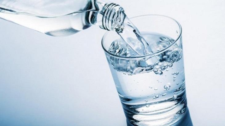 Một số lon nước đóng chai có chứa nhiều ion khoáng