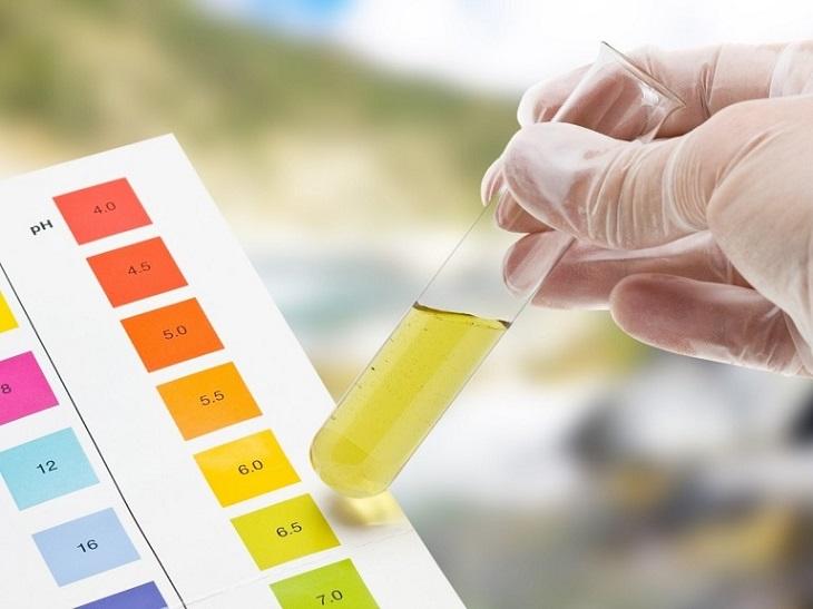 Dung dịch đổi màu do nồng độ pH của nước