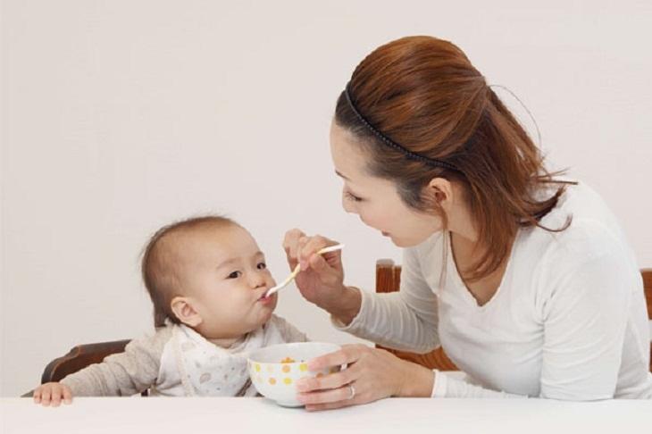 Sau sinh, mẹ dành nhiều thời gian cho con nên không chú ý đến việc chăm sóc da hàng ngày dễ dẫn đến da bị sạm