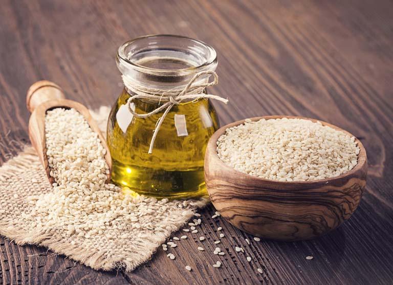 Người bị táo bón nên dùng dầu thực vật để chế biến món ăn thay thế cho mỡ động vật
