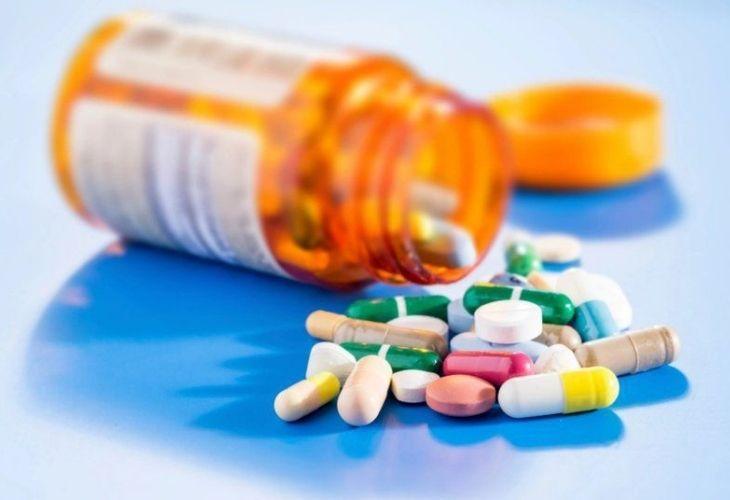 Uống thuốc kháng sinh chữa viêm lợi chảy máu chân răng chú ý tác dụng phụ của thuốc