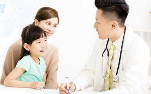 Với trẻ nhỏ cần được sự đồng ý của bác sĩ mới nên cho con dùng thuốc