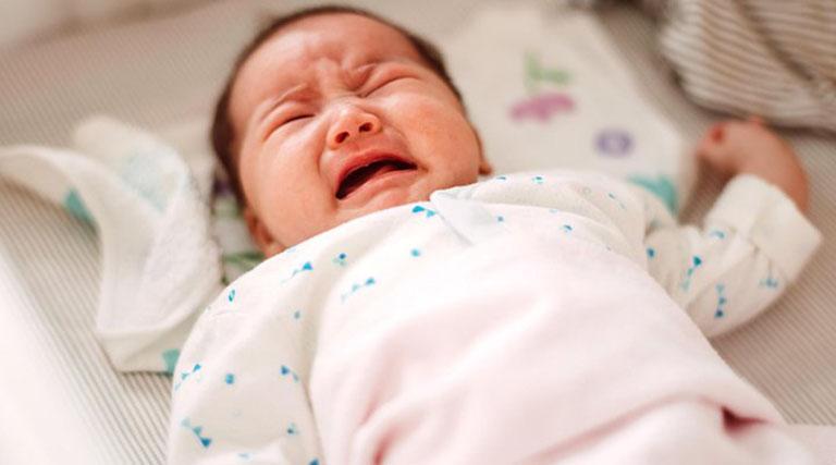 Táo bón khiến trẻ sơ sinh cảm thấy rất khó chịu và thường xuyên quấy khóc