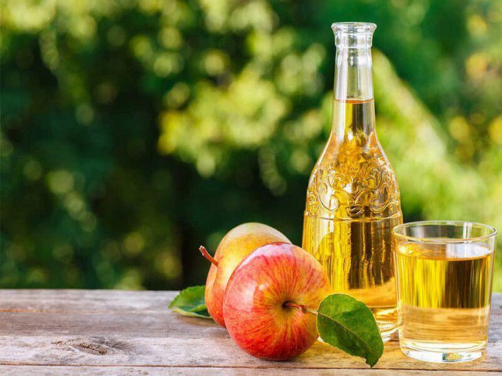 Giấm táo và dầu dừa đều lành tình nên phụ nữ mang thai mà bị á sừng cũng có thể áp dụng cách này