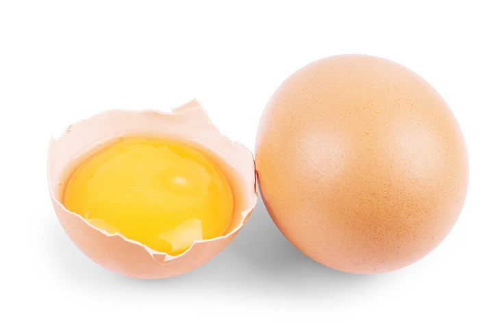 Trị nám bằng nghệ kết hợp với lòng trắng đỏ trứng gà cũng khá hiệu quả