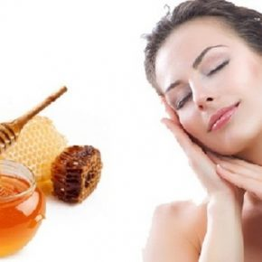 Trị sạm da bằng mật ong là một trong những cách trị sạm da đơn giản, dễ thực hiện nhưng vô cùng hiệu quả được nhiều chị em áp dụng.