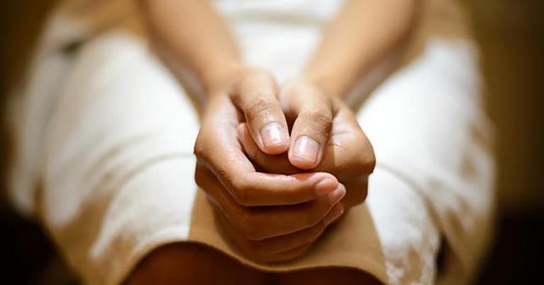 Táo bón khiến người bệnh gặp khó khăn trong việc đi đại tiện và gây ra nhiều triệu chứng rất khó chịu