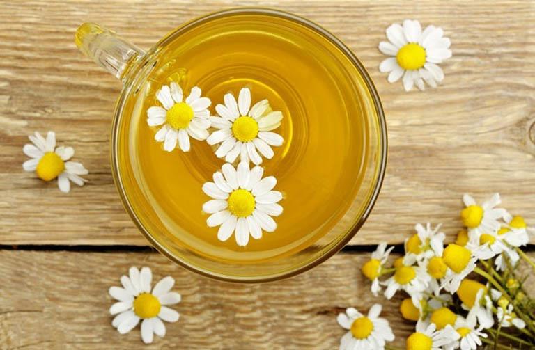 Cải thiện các triệu chứng khó chịu do táo bón gây ra bằng cách uống trà hoa cúc mỗi ngày
