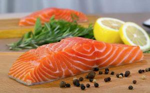 Cá hồi chứa nhiều omega3 hỗ trợ giảm viêm nhiễm hiệu quả