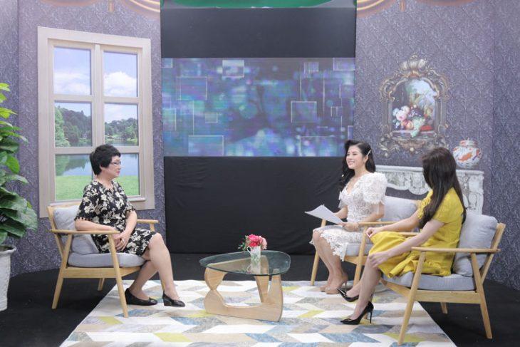 Bác sĩ Nguyễn Thị Nhuần (trái) và diễn viên Lương Thu Trang góp mặt trong chương trình Cơ thể bạn nói gì của VTV2