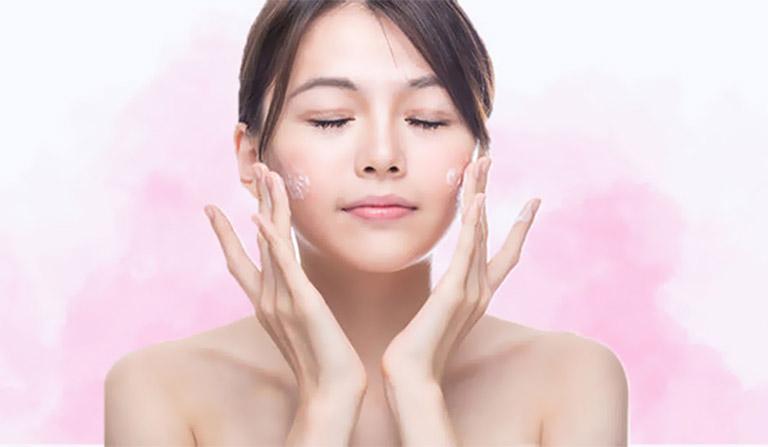 Chỉ nên thoa một lớp kem mỏng lên da để tránh gây bít tắc lỗ chân lông