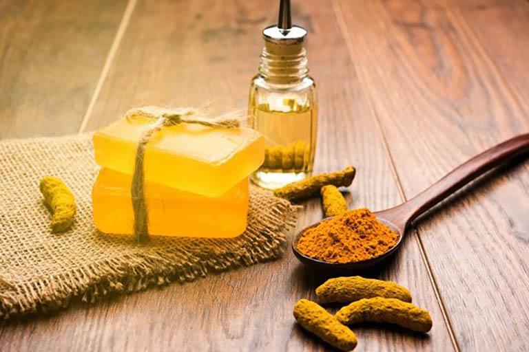 Tinh dầu nghệ là thành phần chính trong kem trị nghệ Miss White và có tác dụng trị mụn thâm