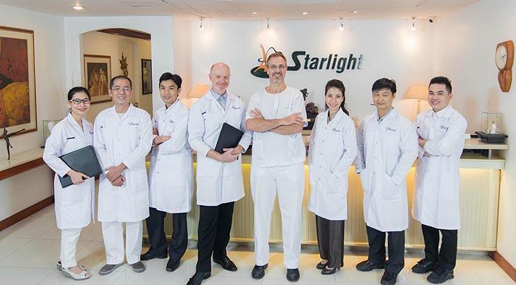 Thăm khám tại nha khoa Starlight Dental Clinic