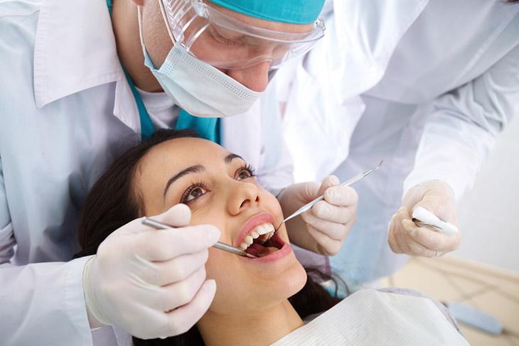 Mất 2 răng số 6 nhưng trong trình trạng khoảng trống nhỏ vẫn có thể áp dụng niềng răng
