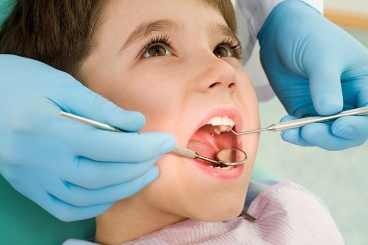 Nếu được thực hiện đúng kỹ thuật nhổ răng số 8 để niềng không gây biến chứng nguy hiểm
