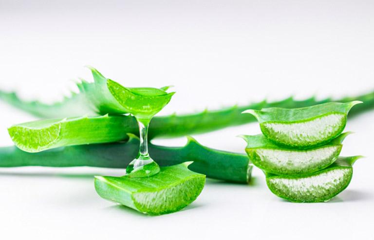 Dùng kết hợp nha đam với kem đánh răng trị mụn bọc giúp tăng khả năng dưỡng ẩm cho da