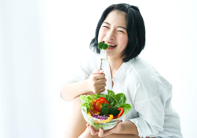 Ăn nhiều rau xanh giúp tăng cường sức đề kháng da và phòng ngừa mụn