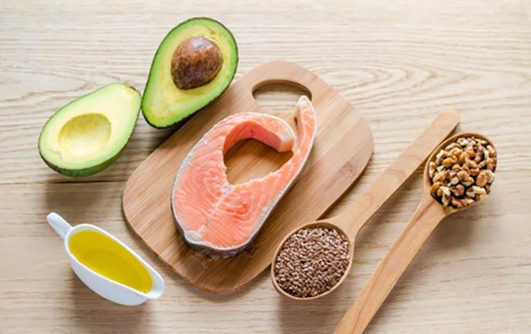Bổ sung các loại thực phẩm giàu chất chống oxy hóa và có đặc tính kháng viêm vào trong chế độ ăn uống