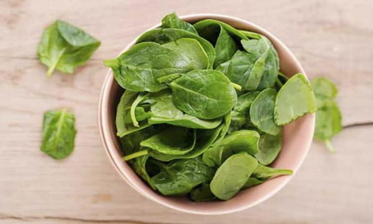 Đắp rau mồng tơi lên mụn nhọt giúp giảm đau và giảm sưng khá tốt