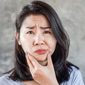 Người bệnh có biểu hiện liệt nửa mặt khi đột quỵ