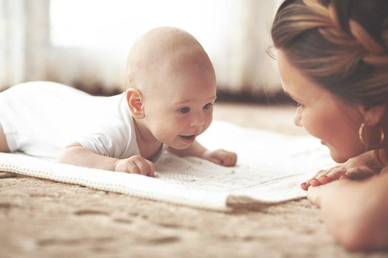Gai đôi cột sống bẩm sinh có thể gây ảnh hưởng đến khả năng vận động của trẻ