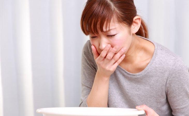 Gan bị nhiễm độc có biểu hiện điển hình là nôn mửa