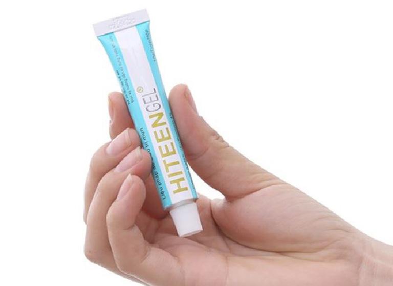 Gel trị mụn Hiteen là sản phẩm có bày bán tại hầu hết các nhà thuốc ở nước ta