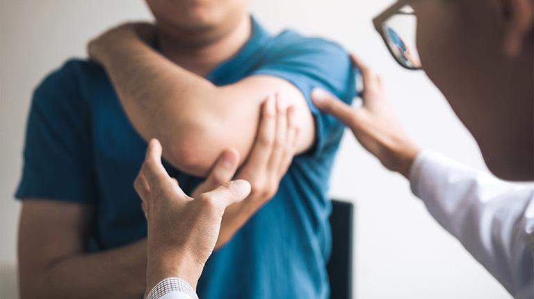 Thăm khám sức khỏe xương khớp định kỳ để sớm phát hiện dấu hiệu bất thường và có biện pháp can thiệp đúng cách
