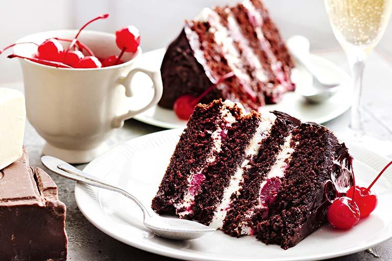 Bánh ngọt chứa hàm lượng đường rất cao, cần tránh sử dụng khi bị mụn nhọt