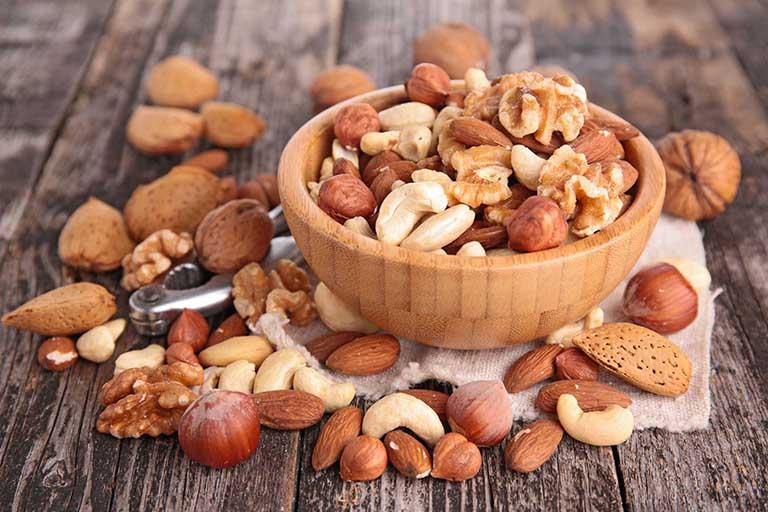 Trong các loại hạt chứa rất nhiều acid béo omega-6 ảnh hưởng không tốt đến việc điều trị mụn nhọt