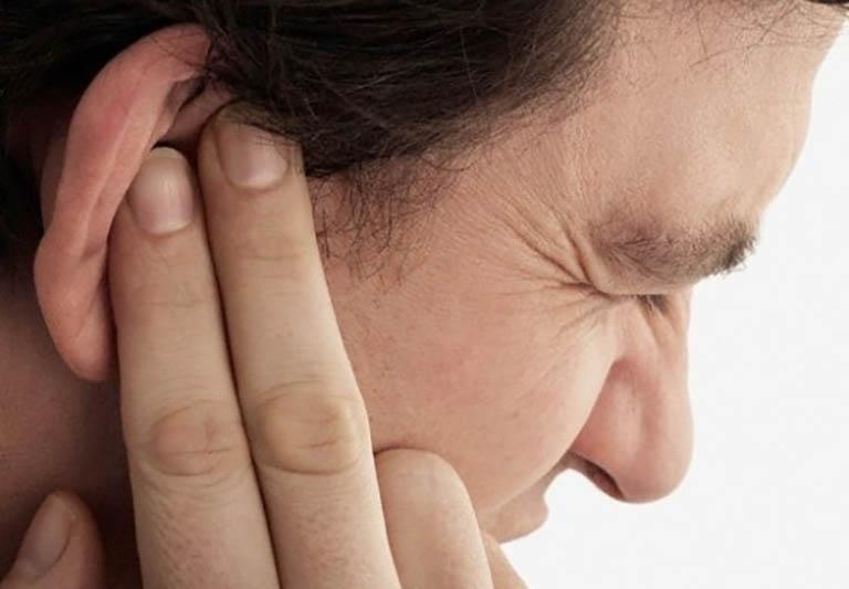 Nhọt hình thành bên trong lỗ tai khiến bạn phải đối mặt với triệu chứng đau nhức rất khó chịu