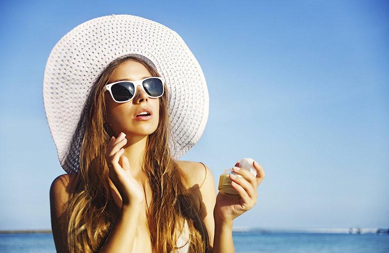 Mụn thịt rất dễ hình thành nếu cấu trúc da bị hư tổn do tác động của tia UV
