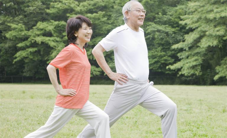 Duy trì thói quen sinh hoạt tích cực giúp cải thiện sức khỏe xương khớp và hỗ trợ điều trị bệnh